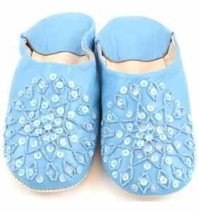 Babuchas Amira de cuero azul bordadas