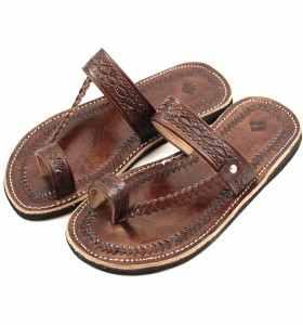 Sandalias Chemch de cuero marrón