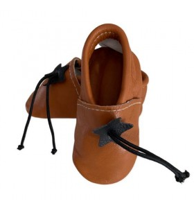 Baby slippers in light brown leather