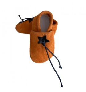 Baby slippers in orange leather