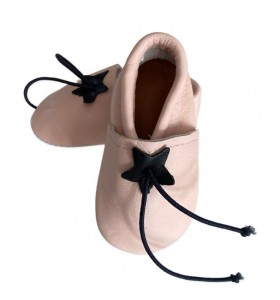 Baby slippers in light pink leather